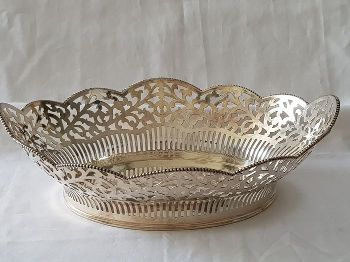 Silver ajour-cut and decorated with a pearl rim bread basket, D.J. Aubert, The Hague, 1958-present