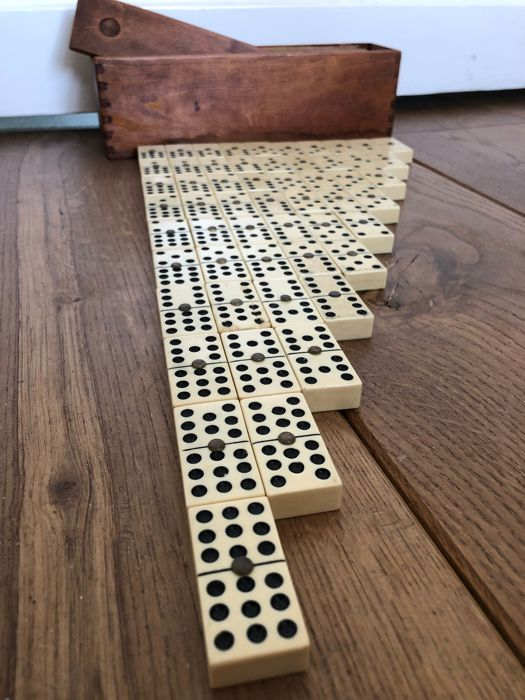 Great antique domino game, rare extended set running up to 9 instead of 6, Spain, first half 20th century