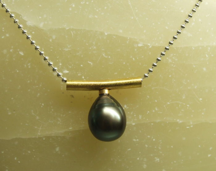 Tahitian pearl droplet pendant 11 x 13 mm with necklace - 44 cm