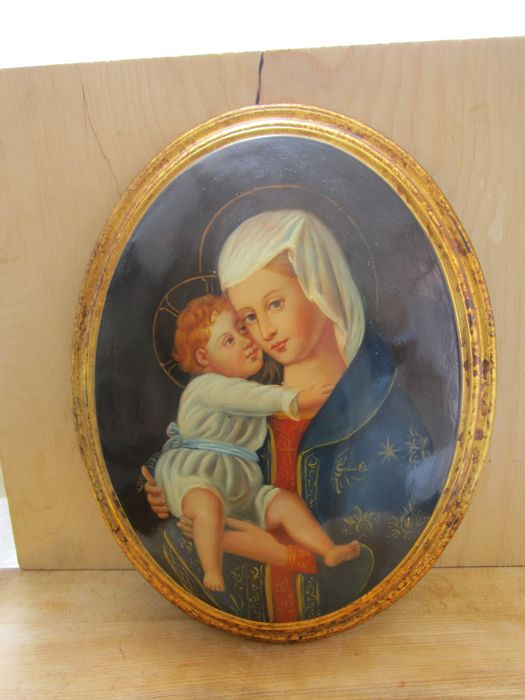 Oval painting, oil on antiqued wood, Madonna and Child, 20th century, Italy.