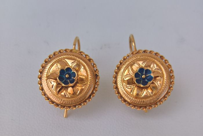 Pair of Earrings in 19.25 kt Gold – Hand-Crafted in Portugal in the 1970s