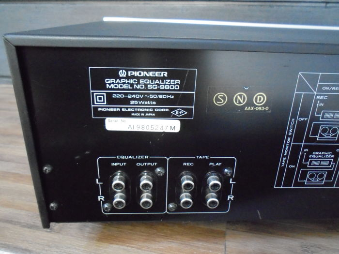 Impressive 'Pioneer SG 9800' - 12 bands high-end Stereo Graphic