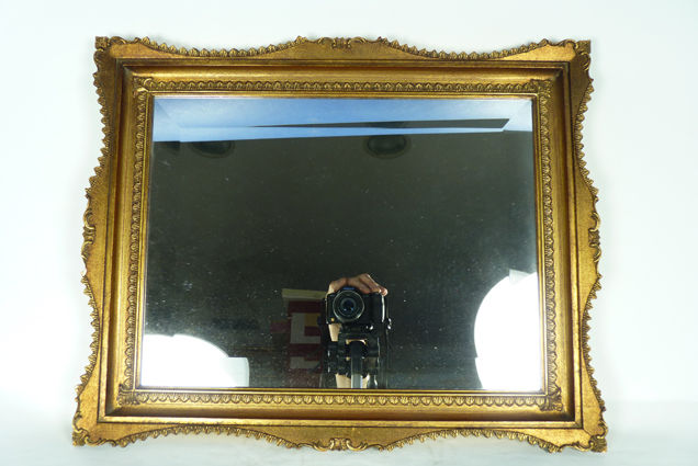 Vintage mirror with frame in wood and gilt putty, with diamond cut mirror, Italy, Second half of the 20th century.