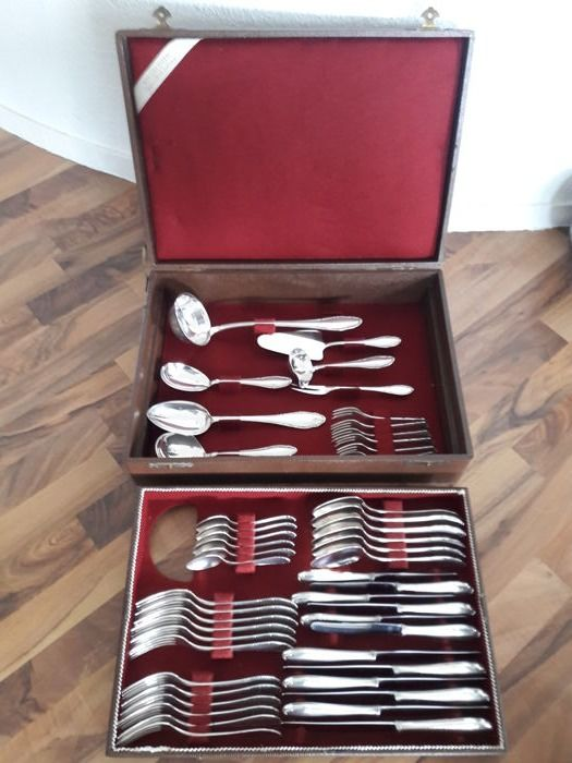Exclusive 49-piece silver-plated (90) cutlery set for 6 people by Manufaktur Wenz / Pforzheim in original wooden case