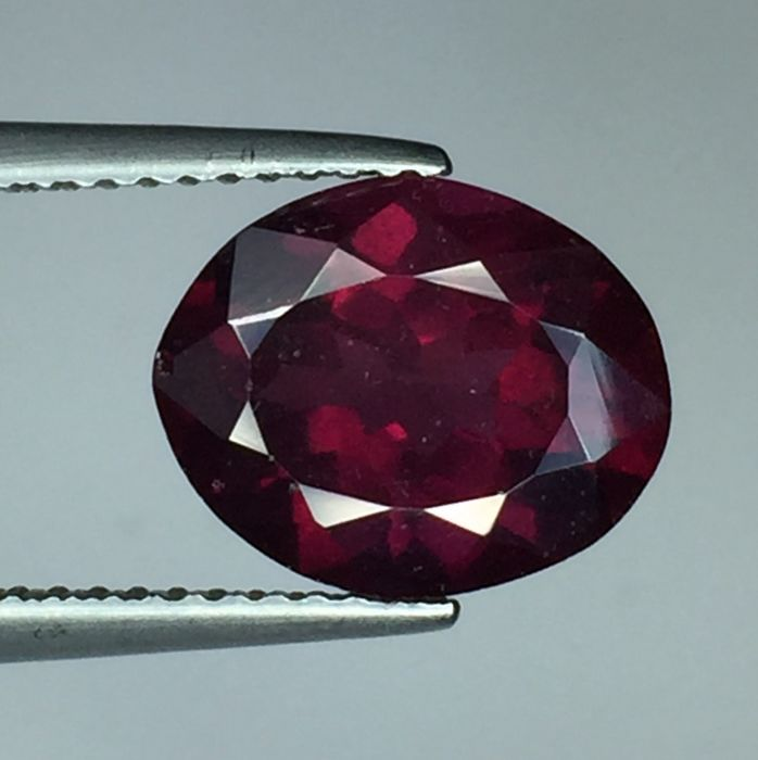 Purplish red pyrope - almandite garnet - 4.07 ct