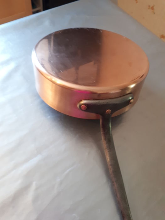 antique professional frying pan in tinned copper in good condition