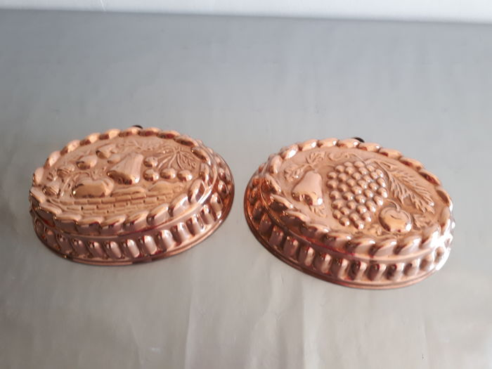 set of two copper cake pans with fruit decoration