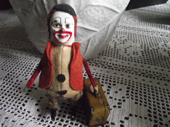 Schuco Automaton clown suitcase