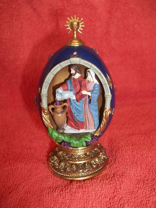 """House of Fabergé - """"Water into Wine"""" - A Nativity Collector Egg - Limited Edition - Marked - Very good condition."""