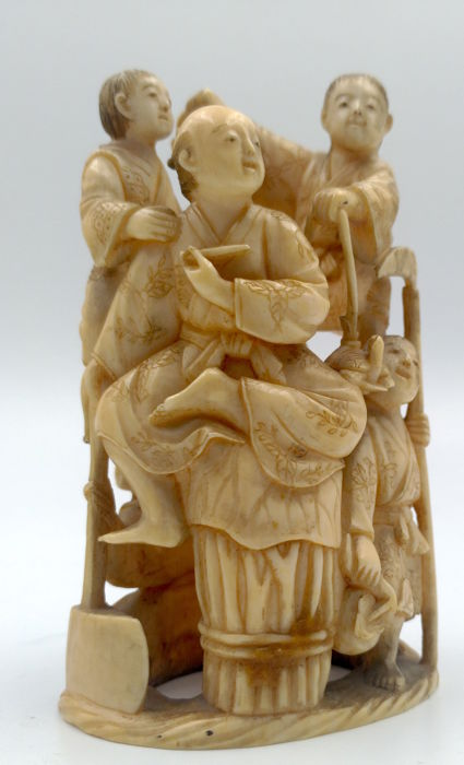 Group of figures in carved ivory - Signed 'Masahisa' 正久 - Japan - Second half of 19th century