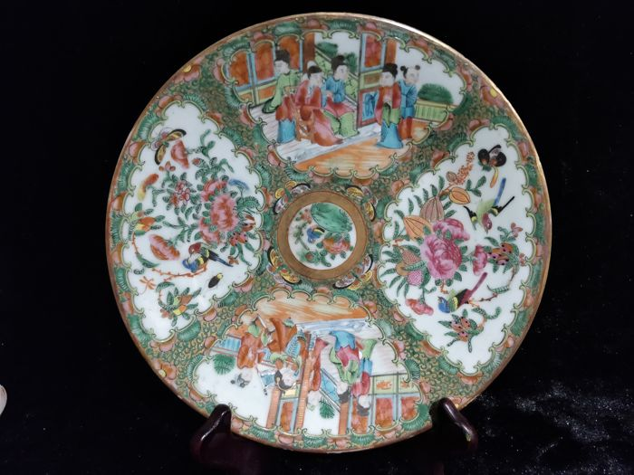 "Porcelain plate from ""Canton"" with character decoration, China 19th century"