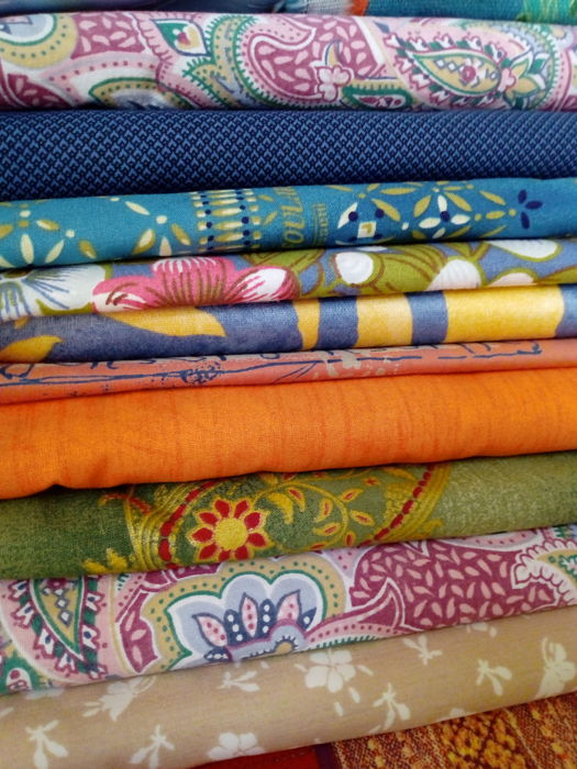 7 kg of vintage cotton fabrics, also Bassetti - unsold stock of a tailoring workshop - Italy  NO RESERVE PRICE