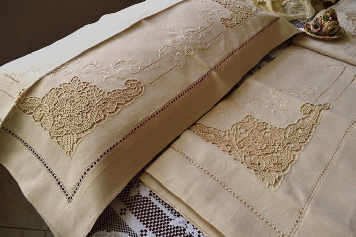 Spectacular 100% pure linen Venetian sheet with Burano embroidery, entirely handmade