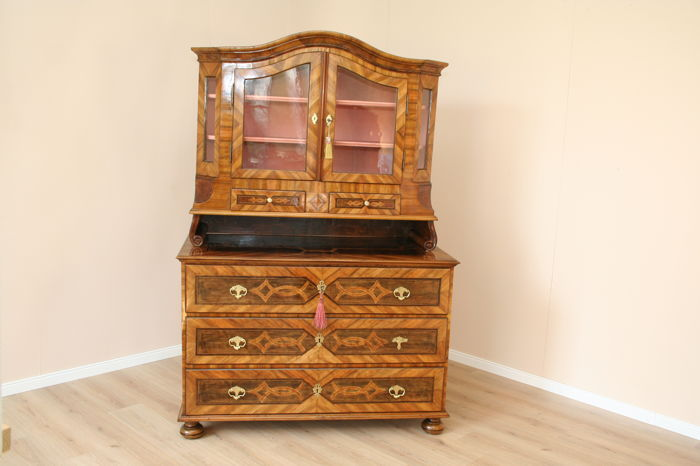 Baroque commode with a display case attachment, walnut veneered and intarsia in some areas, Southern Germany, ca. 1760