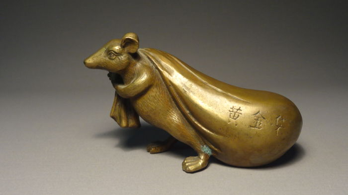 Brass rat / mouse carrying a bag, marked - China - 2nd half of 20th century