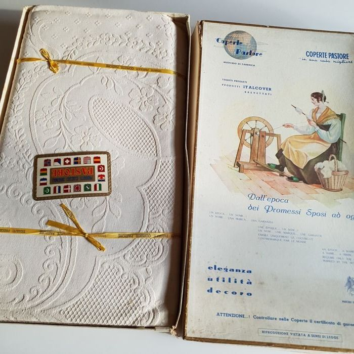 Rarity, 1930 - antique bedspread in extra linen blend brocade woven on loom - with original box and certificate of warranty - 290 x 230 cm - Italy