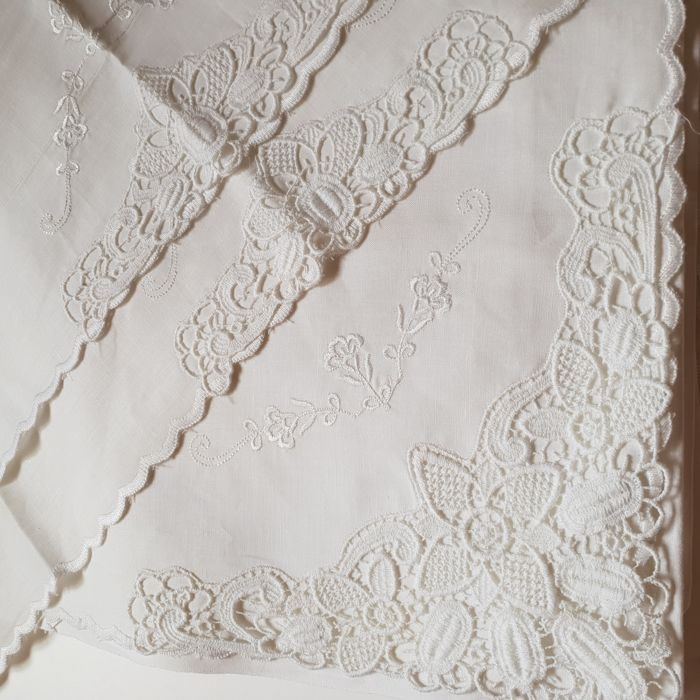 Pure cotton double bed sheets with lace No reserve price