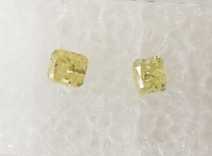 Couple of 2 Cushion cut diamonds total 0.54 ct Fancy Light to Fancy Yellow I1 *** No Reserve ***