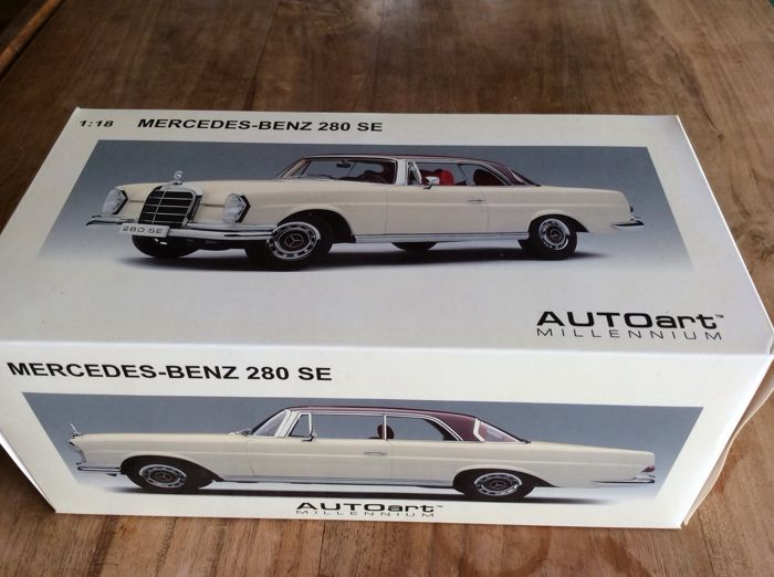 Autoart - 1:18 - Mercedes-Benz 280 SE - Wit / Bordeaux dak