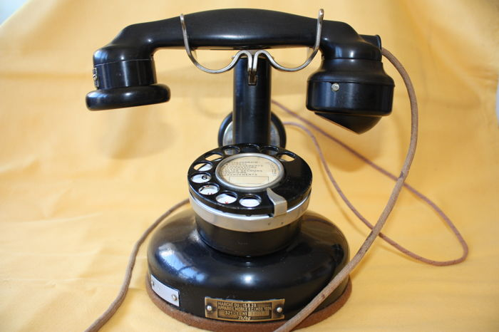 Column phone model 1924 in black Backelite