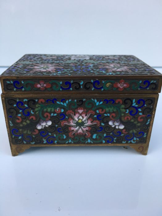 Rectangular chest with enamel decoration - China - early 20th century