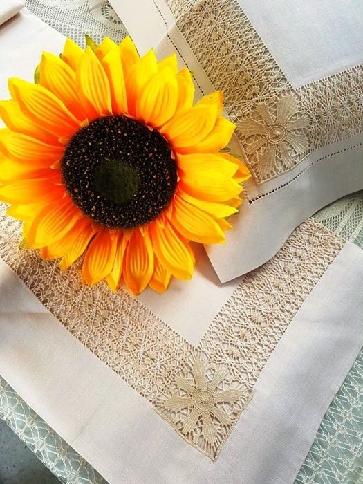 Spectacular 100% pure linen sheet with gran Gigliuccio embroidery, entirely handmade