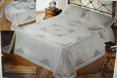 Museum-quality bedspread made of pure 100% linen with handmade Venice Burano embroidery