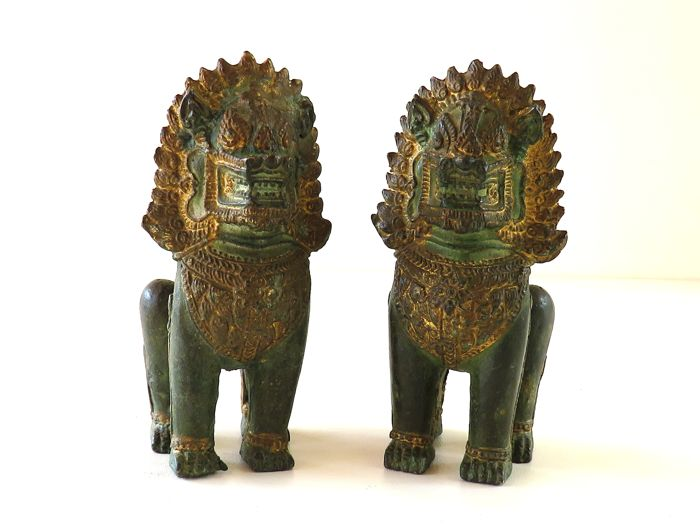 Couple of Bronze figure of a Singha temple lion - Thailand - second half of the 20th century
