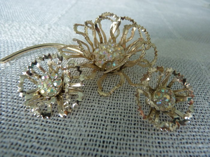 "Sarah Coventry set"" Allusion"" from 1968 brooch and clip on earrings"