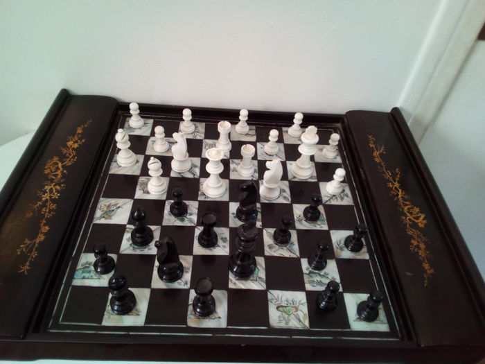 Superb pearled draughts game, carved