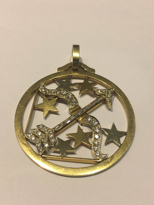 18 kt gold pendant with diamonds, in the shape of the Sagittarius star sign