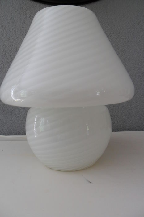 Effetre International - Mushroom lamp with twisted canes