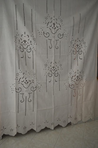 Wonderful curtain in pure linen with cutwork embroidery and handmade flowers, light ecru colour