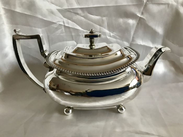 A George III Regency silver teapot - Michael Starkey - London - 1812