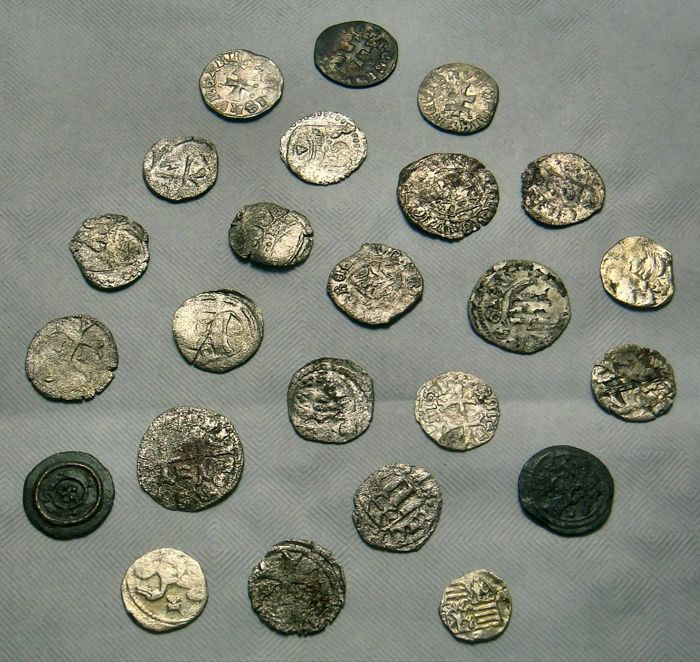 Hongarije - Lot of 24 Medieval Coins from 1172 to 1437 - Zilver