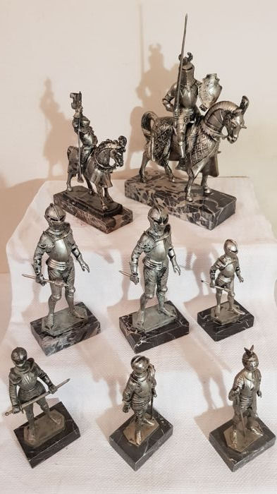 Collection of toy soldiers in various sizes with marble base - total weight over 4 kg (8)