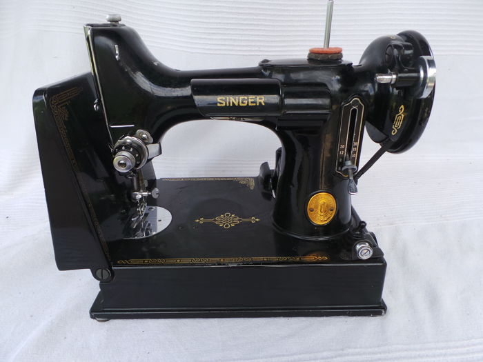 Singer Featherweight 221K1 electric Sewing Machine  - 1947