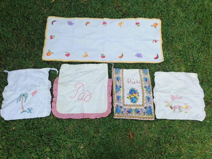4 Embroidered Bread Bags and Table Mat