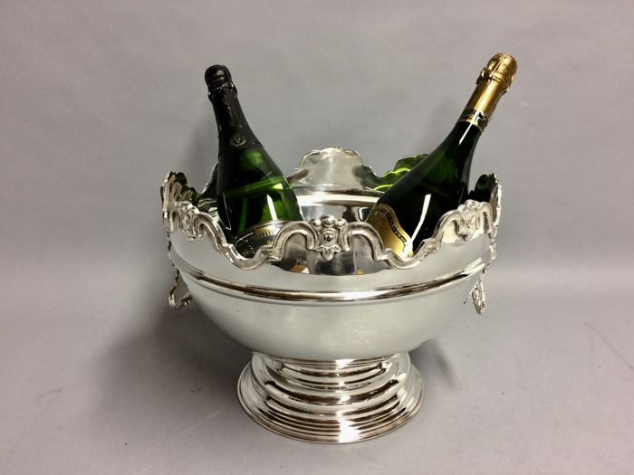 Silver plated champagne or wine cooler with scalloped edge and loin-heads handles