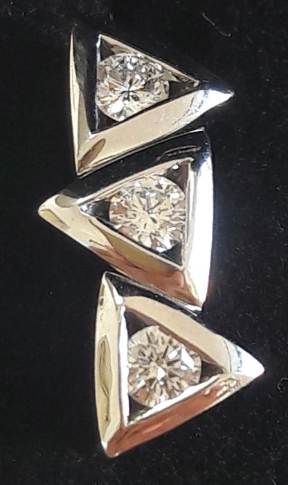 Trilogy earrings in 750 gold with diamonds for 0.54 ct