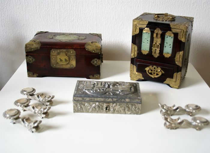 2 vintage jewelry boxes, a white metal box with dragon and 5 silverplated  chop stick holders - China - 2nd half 20th century