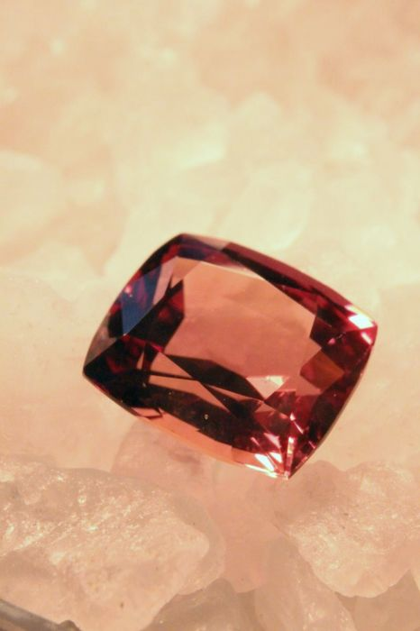 Sapphire, 2.6 ct, reddish orange colour