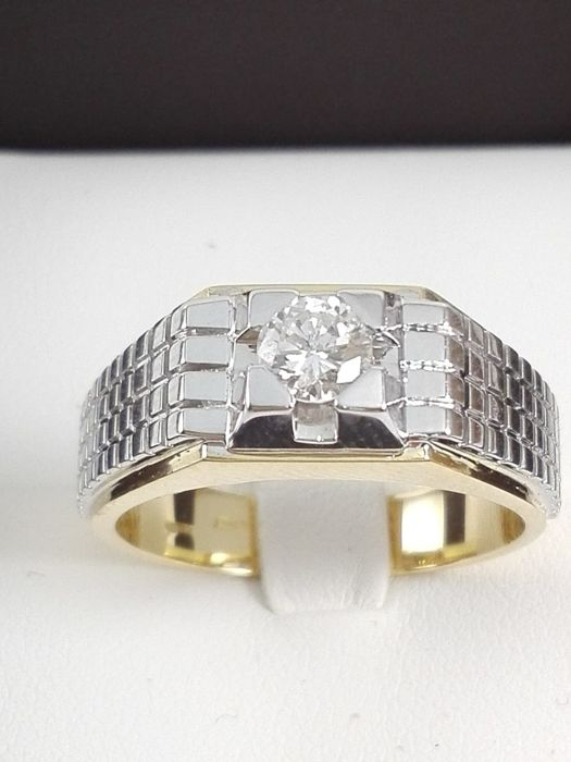 Men's ring in 18 kt yellow and white gold with a 0.41-ct natural diamond Weight 8.1 g