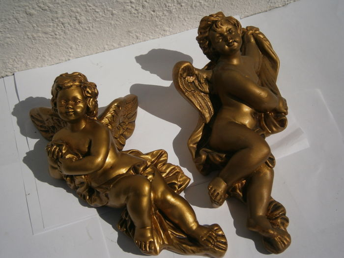 Winged cherubs out of the bath