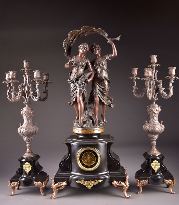 Large (88 cm) and heavy mantel clock with an original zamac sculpture of Hippolyte Moreau (1832-1927) and with a visible brocot anchor escapement - France, ca. 1860