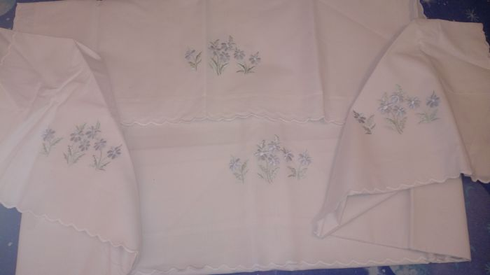 No. 2 embroidered sheet sets