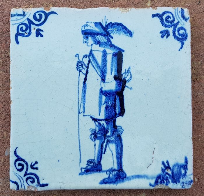 Tile, nicely and detailed painted, soldier, oxen head corner motif - Holland - Ca. 1620-1640