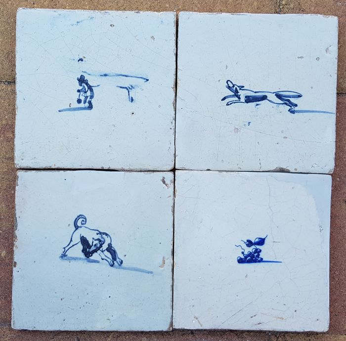 Lot with four tiles with animals without corner motif