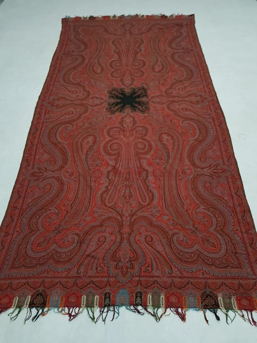 Wool paisley shawl Hand knotted 291 cm x 139 cm.