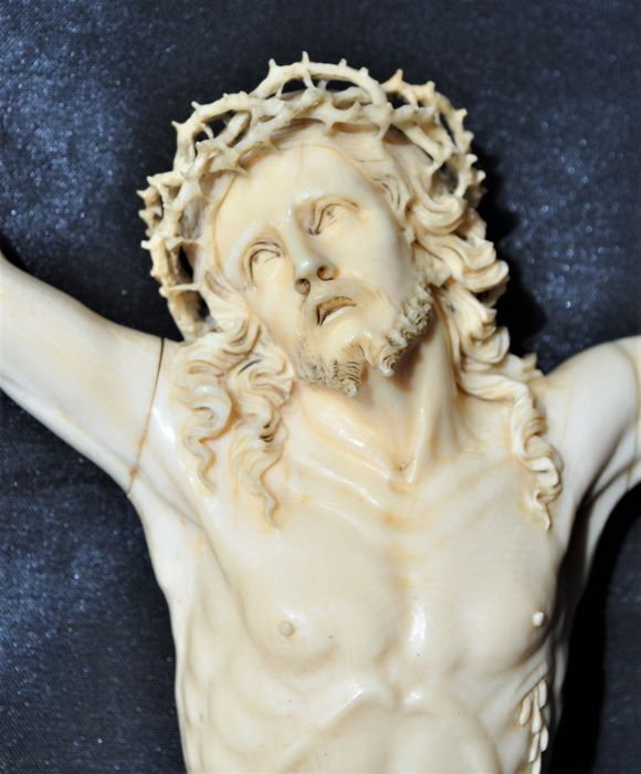 Crucifix - Large Christ in ivory of Dieppe - France - 18th century